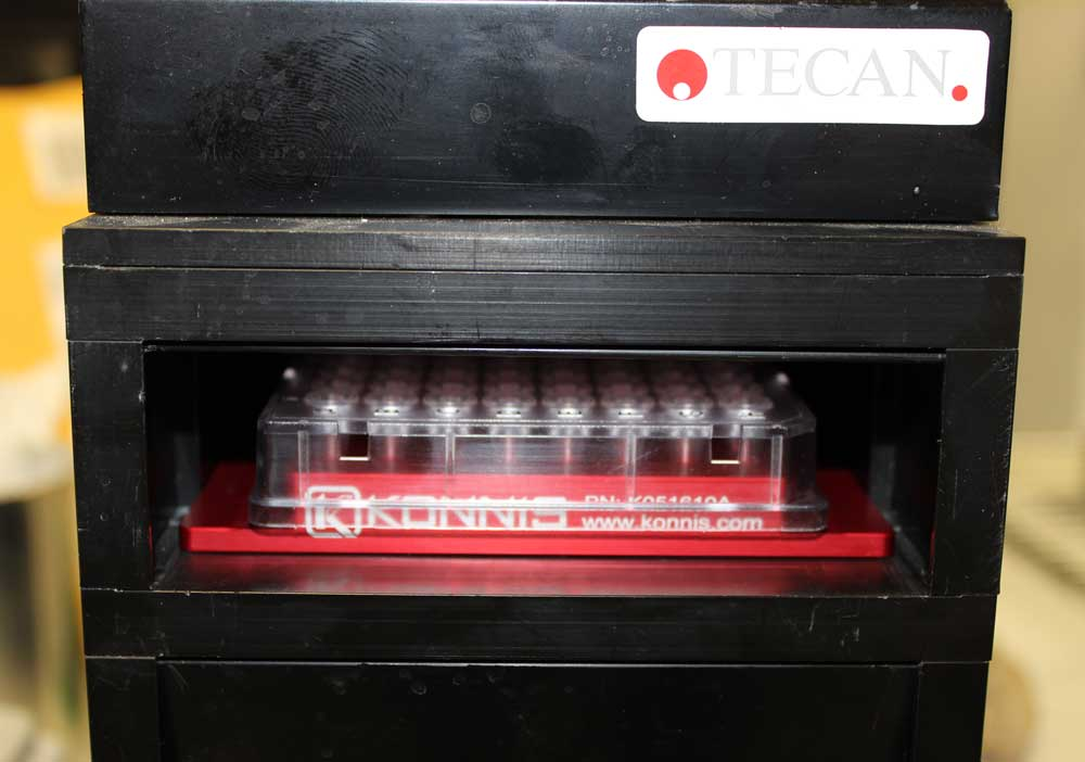 PCR Plate Adapter in Tecan incubator